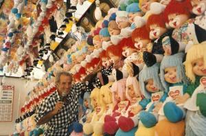 """Las muñecas de la época """"chochonas"""" Imprescindibles en las tómbolas de la Feria."""
